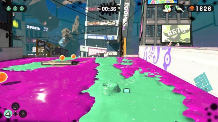 玩家于油漆通道内潜泳,可以进行高机动性的移动,同时补充油漆量方便战斗。