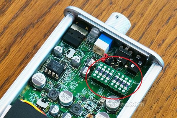 文:Robert  大家日常用手机听歌,为了获得更佳的音质,都会考虑入手比较进阶的耳机。惟碍于手机的推力有限,即使耳机的质素很高,单靠手机本身的播放芯片,还是不能将耳机的真正实力发挥出来。近日 Venture Craft 推出全新手提耳扩 BXD,让大家可自行更换阻抗芯片,只要将耳机驳上 BXD 耳扩后,就可发挥耳机的真正实力。 BXD 流动扩音器的特别之处,是用家可随意更换阻抗芯片,芯片分为 0、32、64、120、300 及 600 欧姆多种。使用前,用家可先参看耳机包装盒上的阻抗规格,然后为 BXD