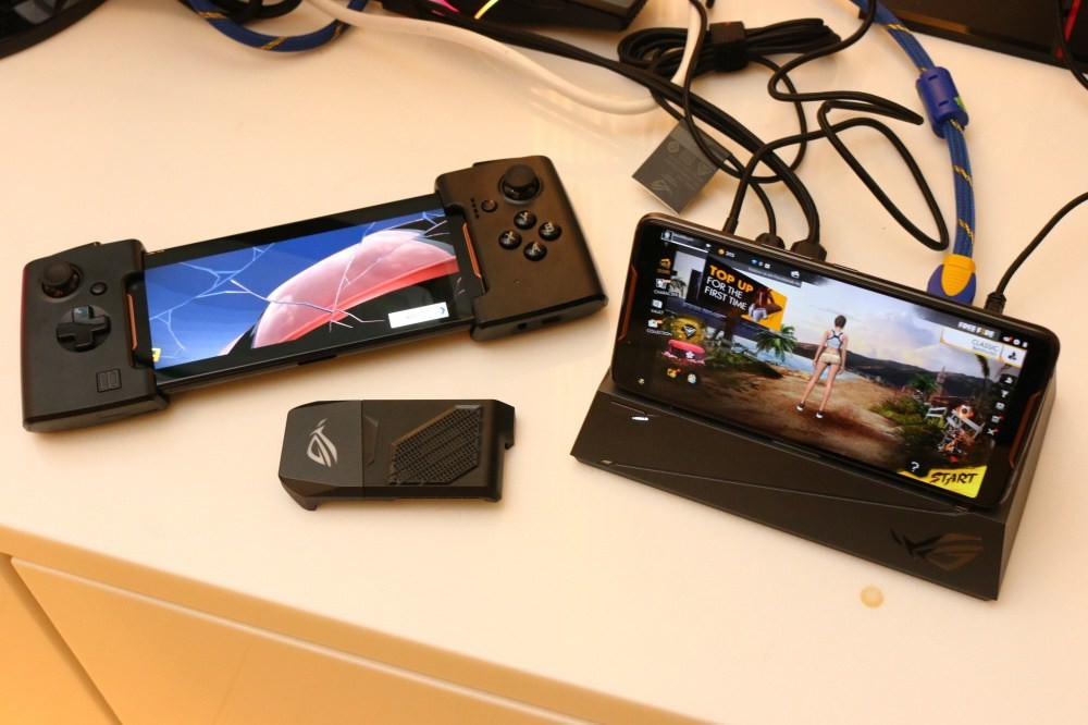华硕手机怎么买_华硕游戏手机rogphone搭配特殊配件更有趣连
